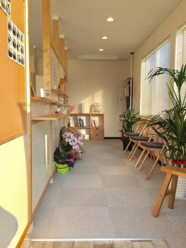 待合室の雰囲気①。柏市で整体なら宮田カイロプラクティックにお任せください。