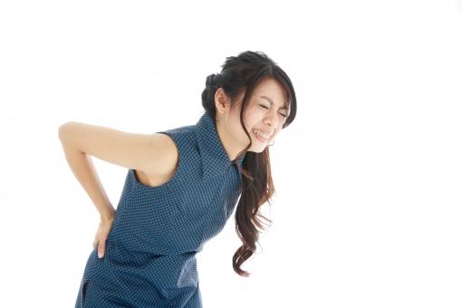 腰痛の女性の画像