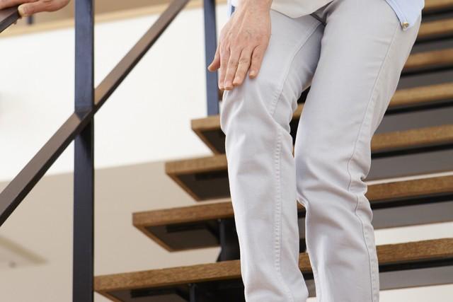 膝痛の女性の画像