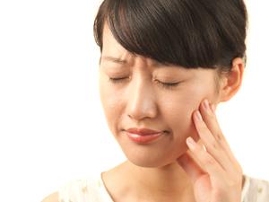 顎の痛い人の画像。千葉県柏市で整体院をお探しなら宮田カイロプラクティック!